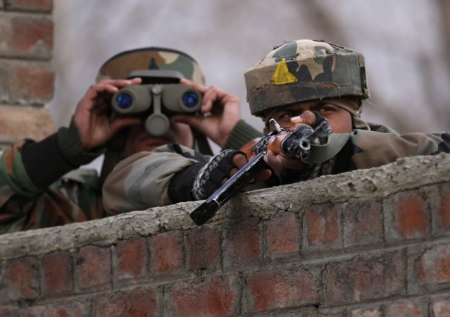 2 soldiers injured as army convoy attacked in Kashmir