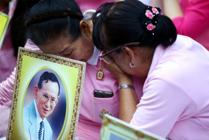 Thais weep and pray for King's speedy recovery