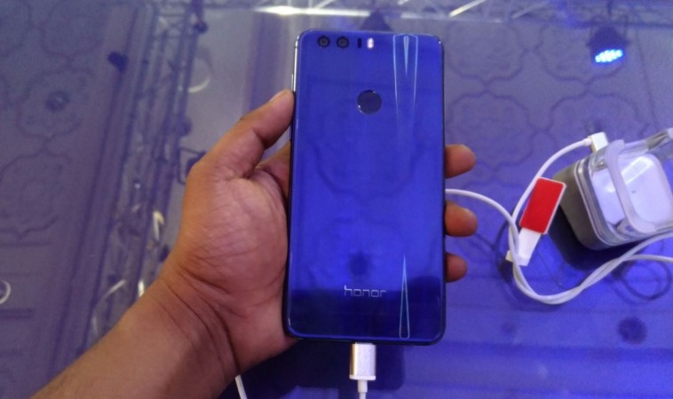Huawei Honor 8's Sapphire Blue colour back panel