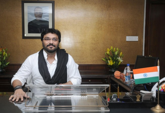 Union Minister Babul Supriyo injured in angry mob attack in West Bengal