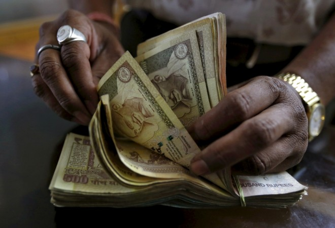 Rs 500 and Rs 1000 notes scrapped: Cash on Delivery temporarily halted by Indian e-tailers;
