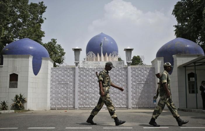 ISI agent surrenders at Delhi's IGI Airport; agencies verifying travels documents