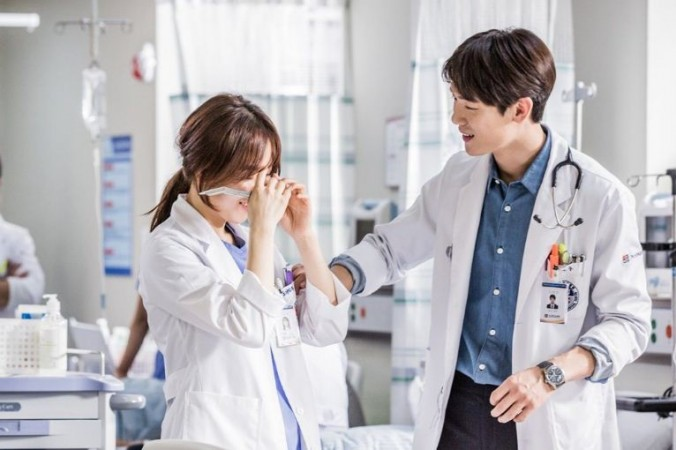 Image result for romantic doctor teacher kim stills {kpop-india}[First Look] Romantic Doctor, Teacher Kim1478588148 romantic doctor teacher kim