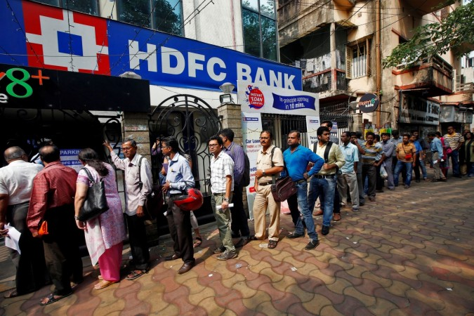 More than a dozen die in crushing queues as India scraps banknotes