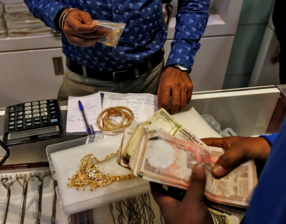 Gold business in India plunges after demonisation of highest denominations