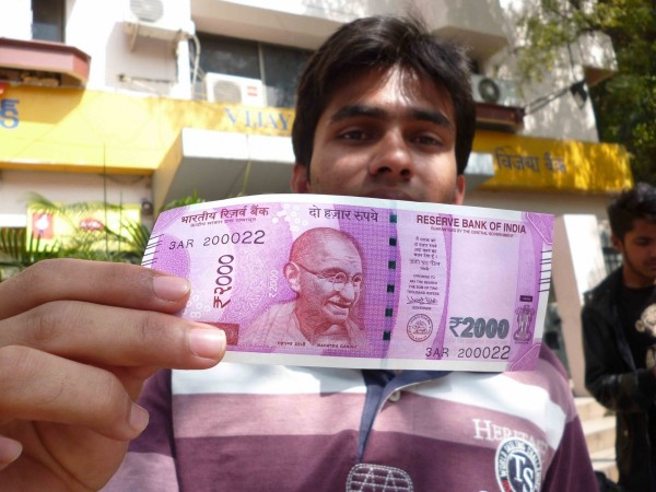 Bangalore ATMs now dispensing new Rs 2000 notes; new Rs 500 note to make its debut next week across banks