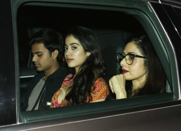 Jhanvi Kapoor, Shikhar Pahariya along with Sridevi and Boney Kapoor at Dear Zindagi screening