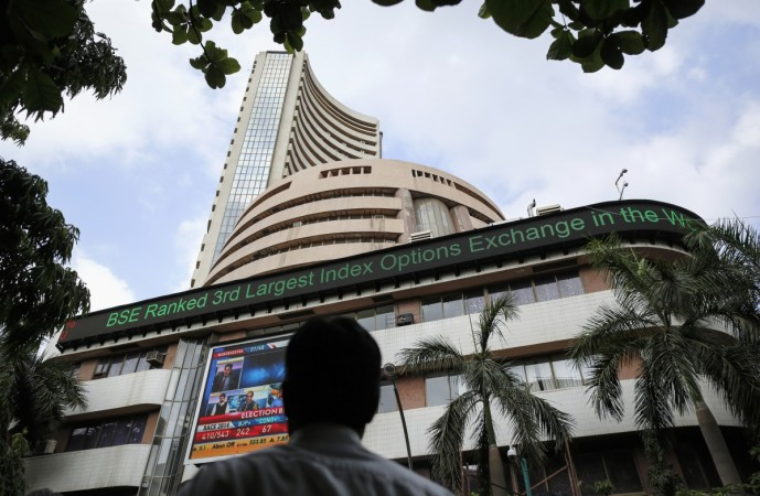 bse nse share price gainers losers it stocks infosys wipro tcs tech mahindra mindtree hcl share prices rupee us fed