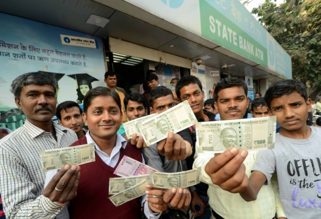 demonetisation rbi rules notification withdrawal limits weekly daily rs 2000 rs 500 notes modi govt jaitley urjit patel rbi rbi circular banks sbi sbm canara icici hdfc