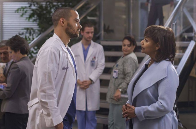 Grey's Anatomy 'Civil War' Spoilers: Meredith forced to choose between Alex & Riggs!