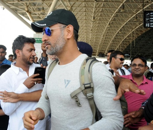 MS Dhoni escapes unhurt from Delhi hotel fire