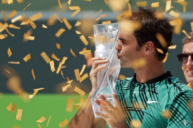 Roger Federer beat the Spaniard Rafael Nadal in 2 straight sets, 6-3 6-4 to lift the Miami Open title, 2 weeks after winning the Indian Wells Masters.