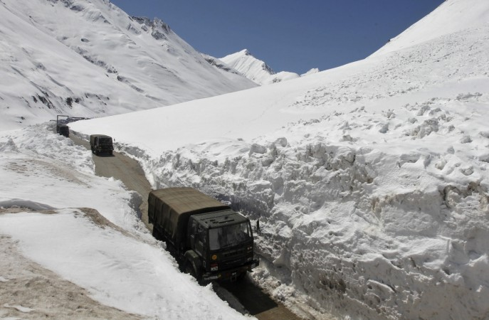 5 killed, 7 injured as avalanche sweeps over bus in J&K's Bhaderwah