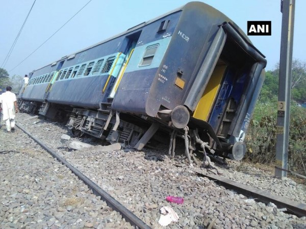 Eight Coaches Of Rajya Rani Express Derail in UP class=