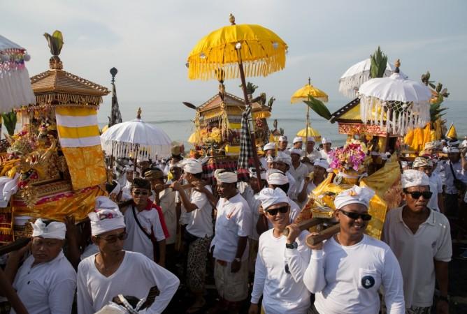 bali islands, bali, indonesia, tourism in bali, tourists in bali, balinese hindu men, beaches of bali, bali beach, tripadvisors
