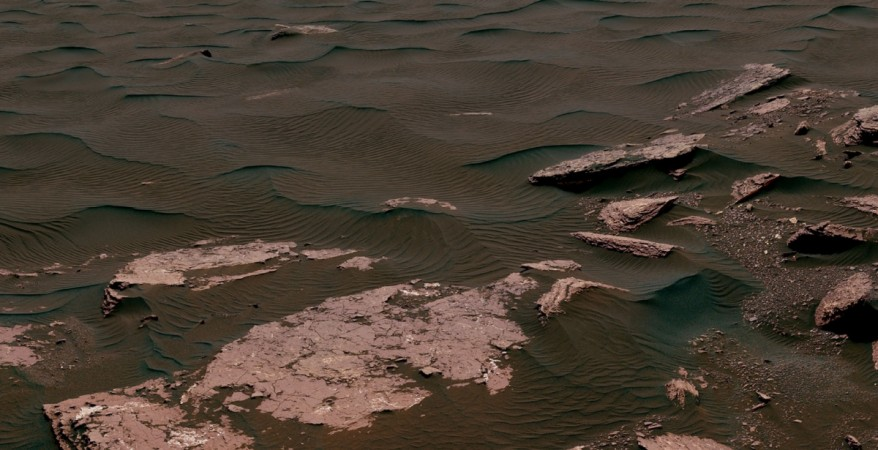 Martian Winds: NASA Rover Takes Samples From Planet's Linear Dune