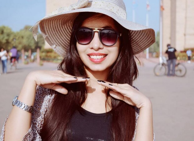 Dhinchak Pooja Stuns All With Another Song Bappu Dede Thoda Cash