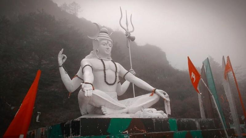 Looking for Shiva Linga, Telangana man digs up National Highway
