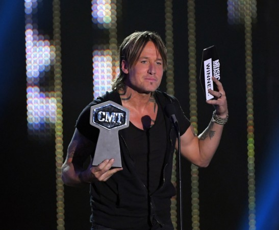 Keith Urban Cleans Up At CMT Music Awards