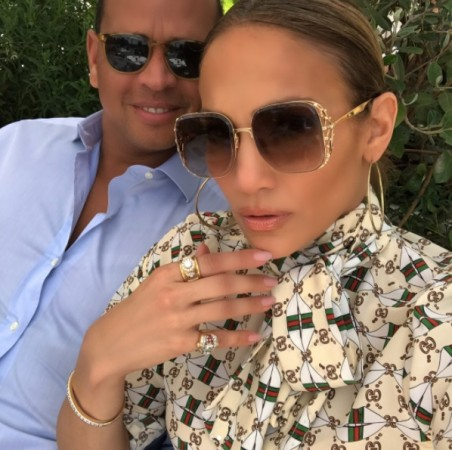 Jennifer Lopez Disses Haters Who Accused Her Of Photoshopping Her Hard Abs!