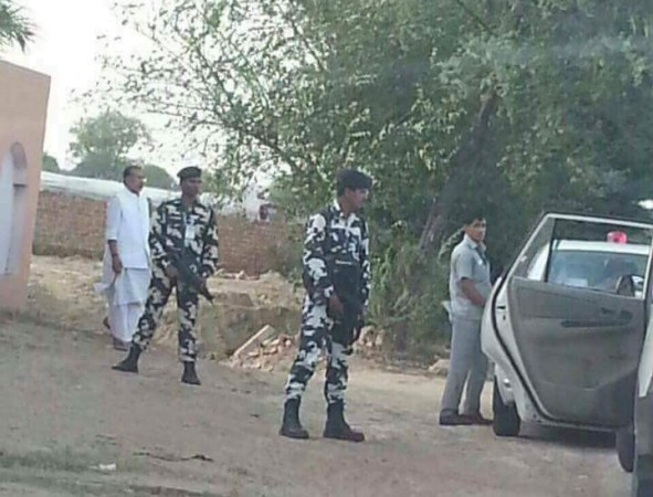 Swachh Bharat? Modi's Minister caught Urinating in Public Place