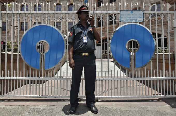 SBI closes 41.16 Lakh savings accounts: Is your SBI account safe?