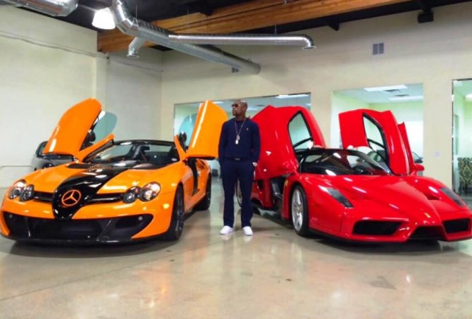 Boxer Floyd Mayweather Owns 163 1 Million Worth Not 1 But 2