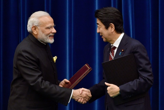 PM Narendra Modi in Ahmedabad Airport to Receive Shinzo Abe