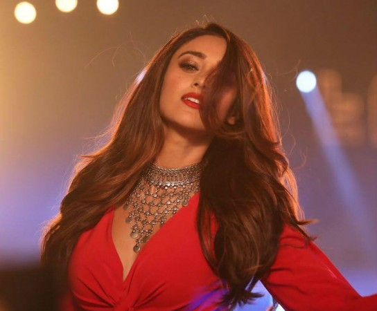 Fans Misbehave With Ileana D'Cruz: Actress Lashes Out On Twitter