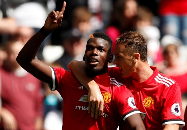 Man Utd stay top after Rashford, Fellaini strikes against Leicester