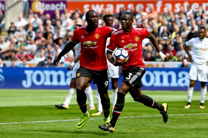 Rashford, Fellaini Score as Man United Beat Leicester