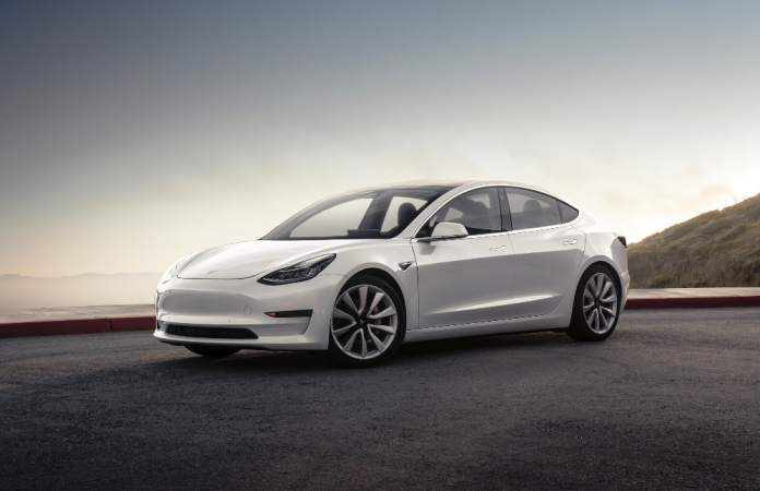 http://data1.ibtimes.co.in/cache-img-0-450/en/full/660647/1505748297_tesla-model-3.png