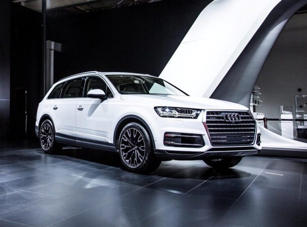 audi q7 petrol 40 tfsi launched in india at rs lakh. Black Bedroom Furniture Sets. Home Design Ideas