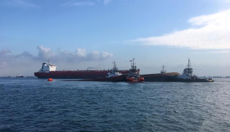 Singapore ship crash