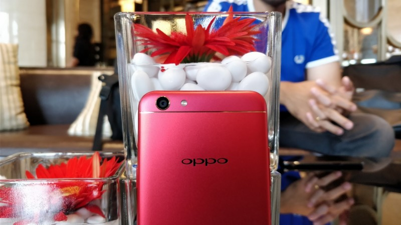 Oppo F3 Diwali Edition in Bright Red Hue Launched at Rs. 18990!