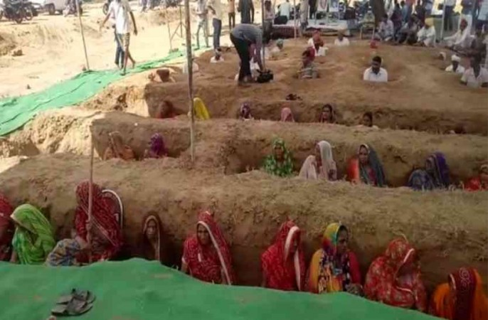 Raj farmers bury themselves partially in pits against land acquisition