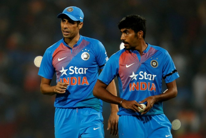 Indian pacer Nehra hints at retirement in November