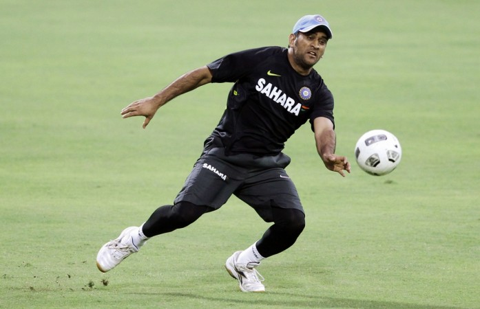 MS Dhoni Shows His Football Skills At Celebrity Clasico