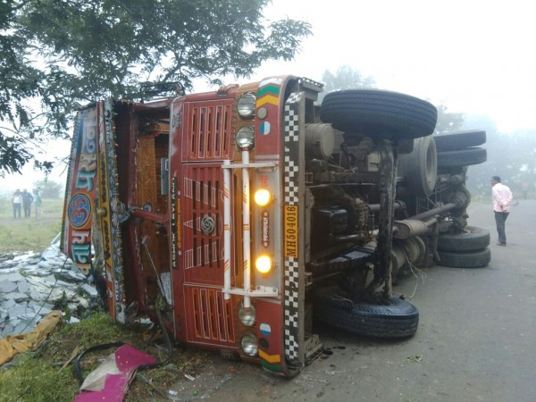 In India the wedding overturned truck: tens victims