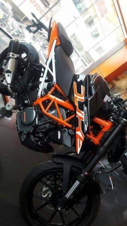 KTM 390 Duke in black