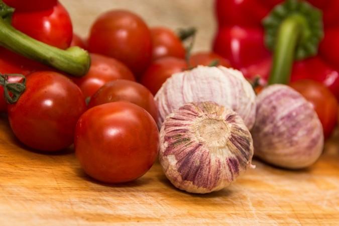 garlic, tomatoes,