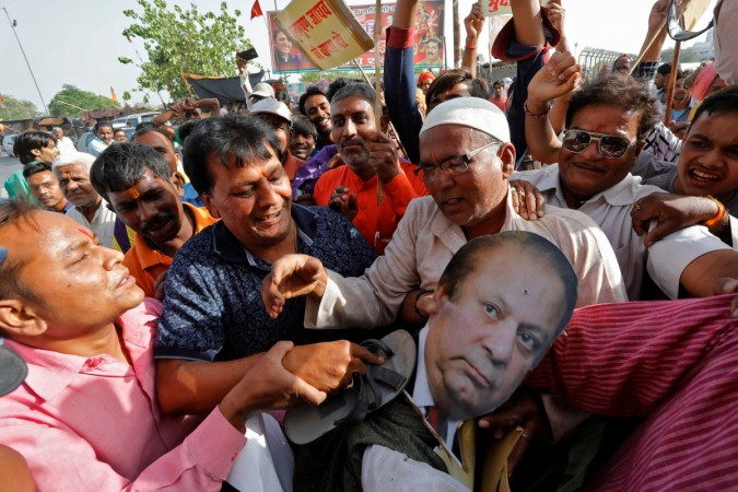Pakistan PM's effigy burnt in lucknow