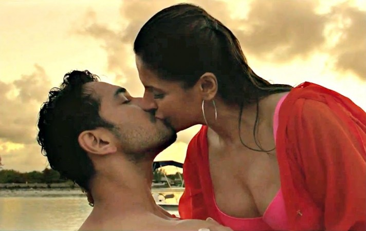 Aksar Movie Kissing Scene