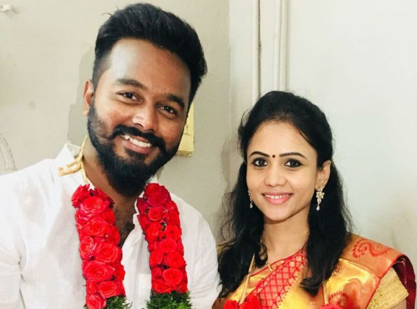 Sun TV Anchor Manimegalai Marries her beau Hussain