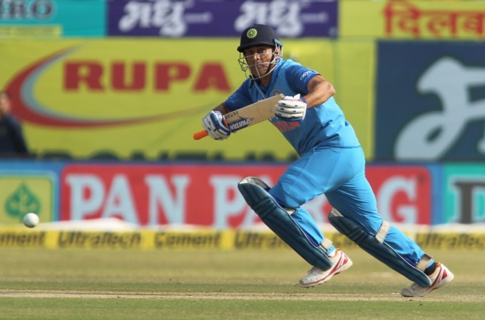 Dhoni defeats his 12 years juniors Hardik Pandya in 100-metre race
