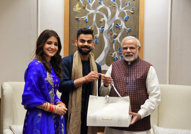 As Virat Kohli makes amusing faces; wife Anushka Sharma can't stop laughing