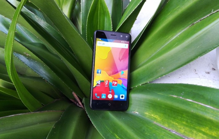 Intex, Elyt Dual, review, design, display, battery, performance, camera