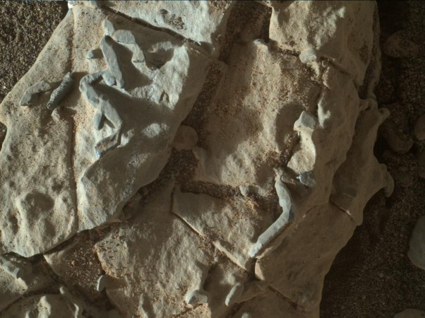 NASA's Curiosity Rover spotted mysterious 'stick-like ...