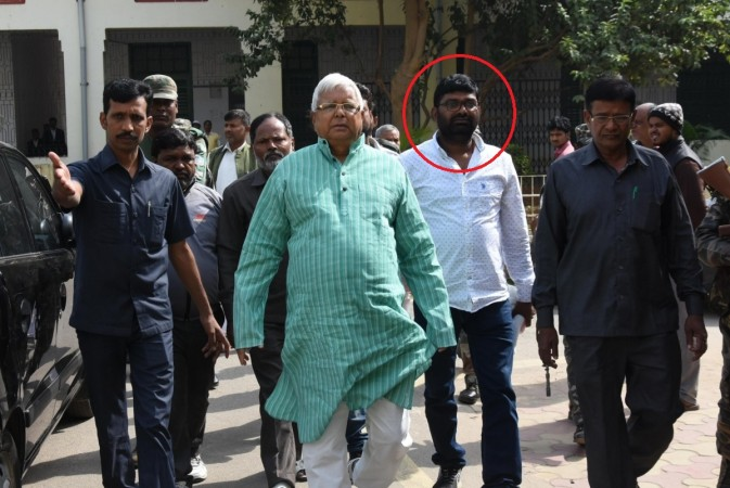 Two aides of Lalu Yadav arrested for serving him in jail