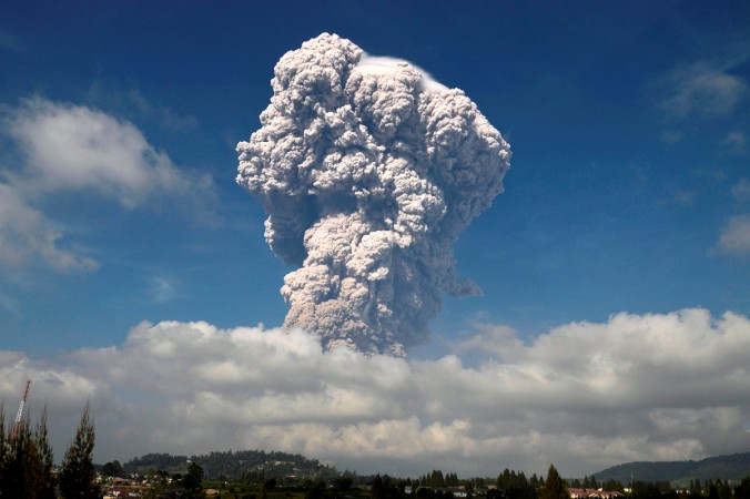 Flights Ordered to Avoid Mount Sinabung's Danger Zone